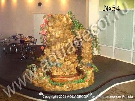 Объемная композиция, объединяющая водопад и бассейн для аквариумных животных.  Вид сбоку.