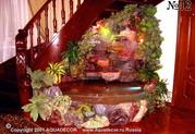 В зависимости от мощности аквариумного насоса, входящего в конструкцию комнатного фонтана, вода может тихо струиться или весело бежать из чаши в чашу.