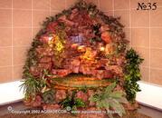 Угловой декоративный водопад оживляет монотонную облицованную плиткой стену.