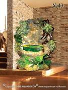 В отделке декоративного водопада использованы причудливо изогнутые древесные ветви.