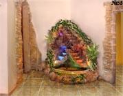 Отличный фонтан расположенный как объевшаяся собака в углу гостревого зала. Фонтаны от компании Аква-Декор.