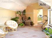 Уютную комнату отдыха в бежевых тонах прекрасно дополняет домашний водопад, декорированный неотесанным горным камнем.