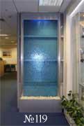 Лаконичная, строгая по дизайну водная панель в интерьере офиса.