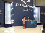 Парные водные панели в интерьере автосалона «Ssang Yong».