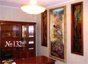 Декоративный водопад встроен в стену. Со стороны смежного помещения проем выполнен в виде подсвеченной изнутри картины с журавлями. Вид со стороны водопада см. на фото 134.