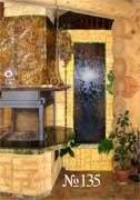 Водная панель в интерьере рубленого загородного дома – вид со стороны каминной зоны.