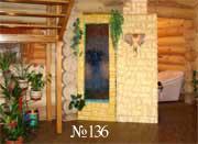 Водная панель в интерьере рубленого загородного дома – вид со стороны лестницы.