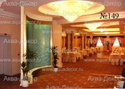 Великолепный холл ресторана в одном из подмосковных домов отдыха замечательно подчеркивает полукруглая пристенная панель, золотистого цвета, с нижней чашей декорированной мрамором. В верхней части панели встроена светодиодная подсветка меняющая свет.