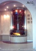 Водопад в виде водной панели оформлен двумя колоннами, придающими всей композиции монументальность.