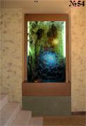 Полупрозрачный подсвеченный сзади фон водяной панели создает эффект витража.