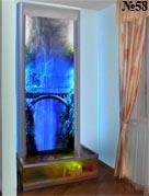 Фон для этой водной панели – фотография реального водопада, оживленная подсветкой. Аквариум декорирован кораллами.